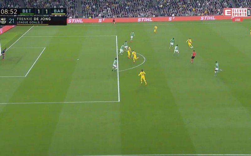 Lionel Messi bedient Frenkie de Jong met héérlijke assist (VIDEO)